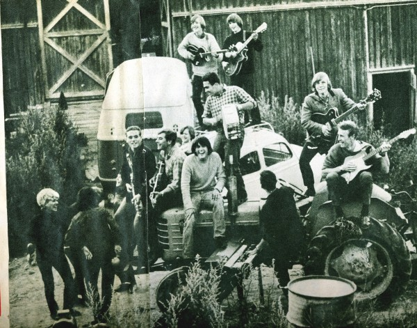 Members of the Lunicks, the Green Onions and SUK friends in front of the barn in Kjenn where the Lunicks rehearsed. Early 1965.